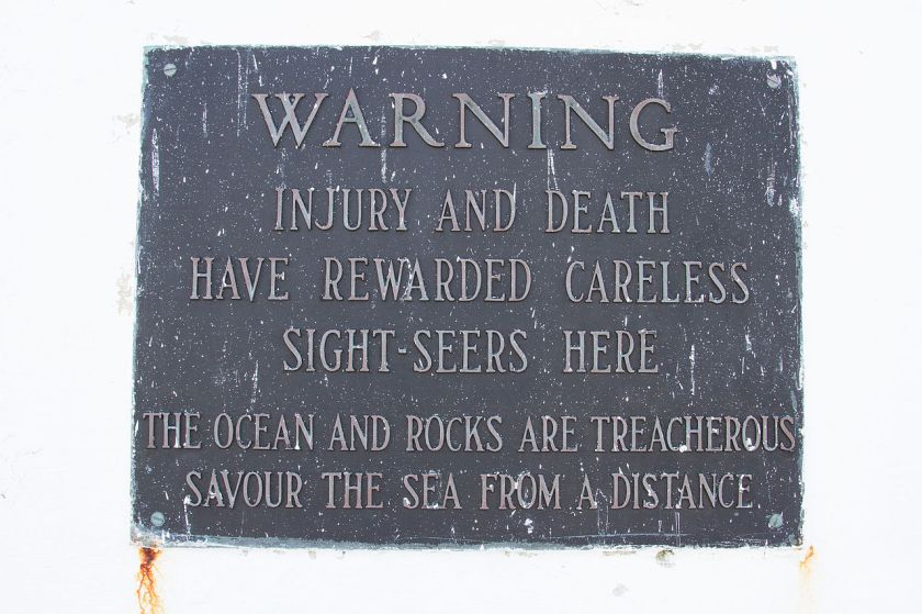 Peggys-Cove-Warning-P7270008