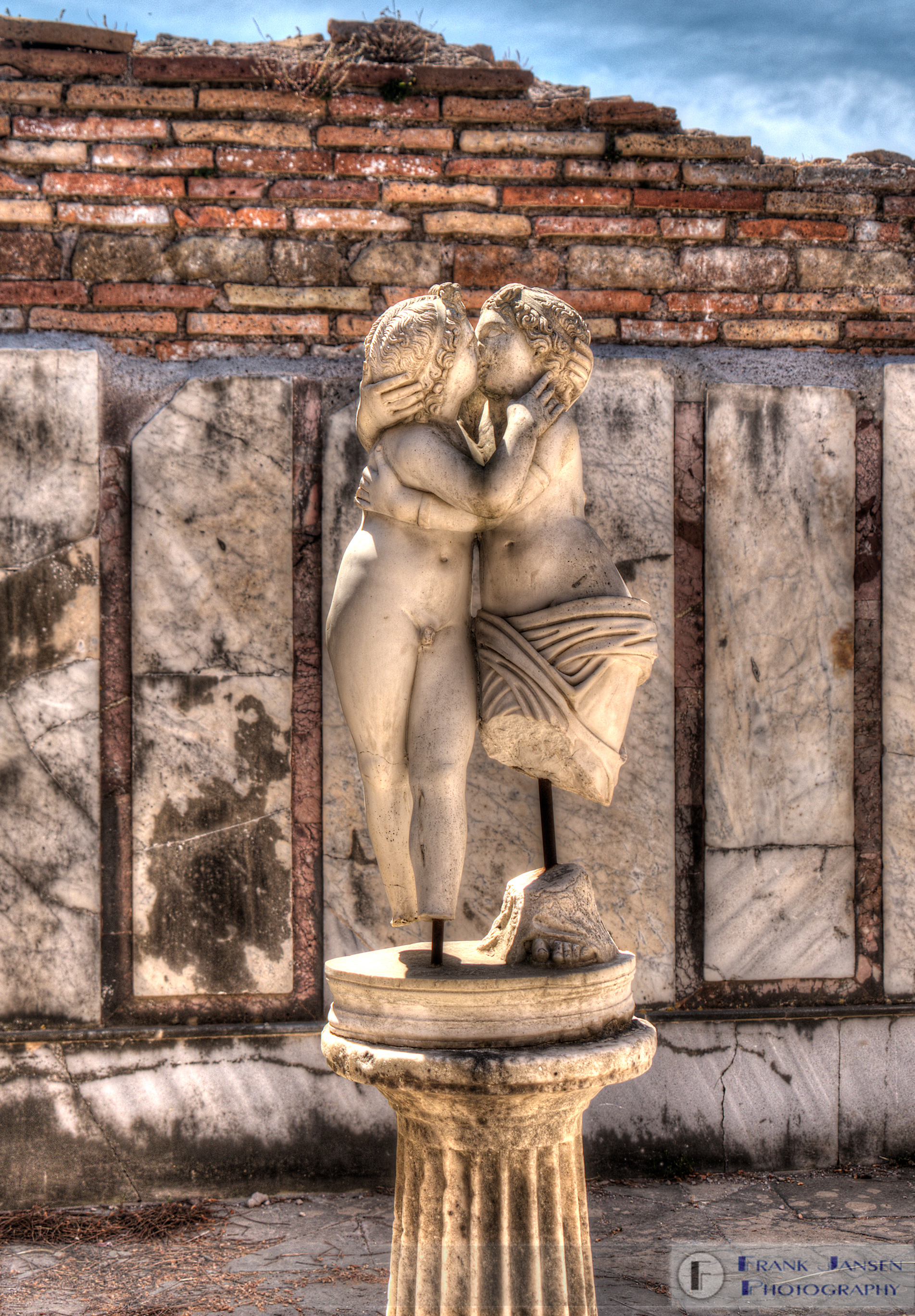 20170518-Scavi-di-Ostia-Antica-Cupid-e-Psyche_DSF1116_7_8_tonemapped