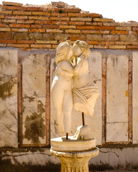 Amor and Psyche making out